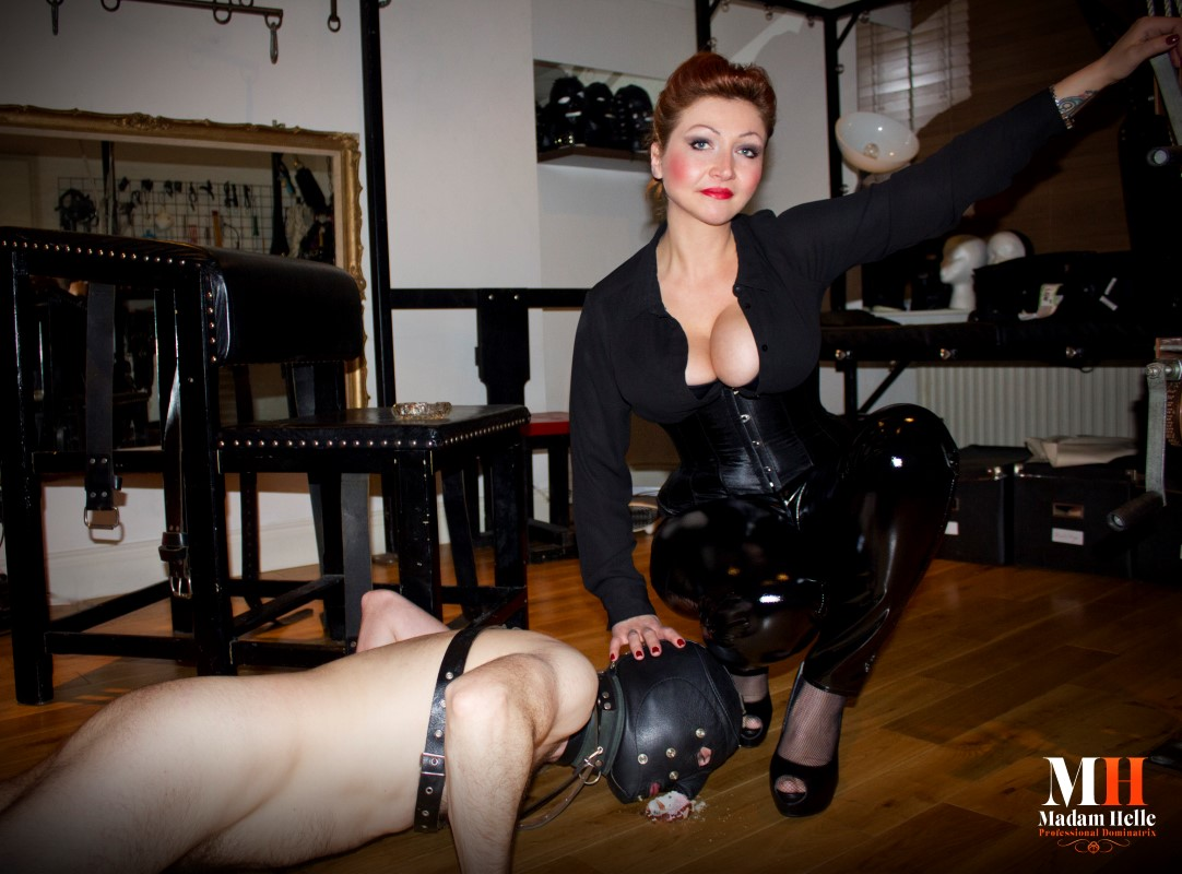 Dominatrix seeking slave